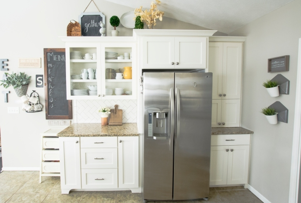 spring-home-tour-kitchen-hutch-2017-graceinmyspace-com
